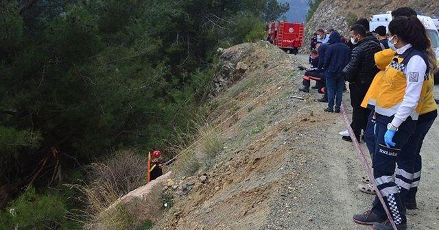 Hafif ticari araç uçuruma devrildi: 1 ölü, 4 yaralı