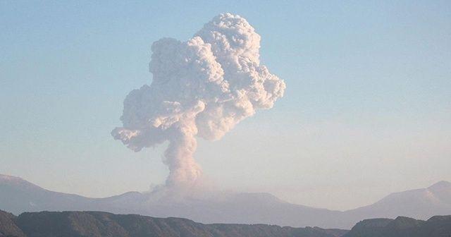 Japonya'nın Suwanose Adası'ndaki Otake Yanardağı'nda patlama
