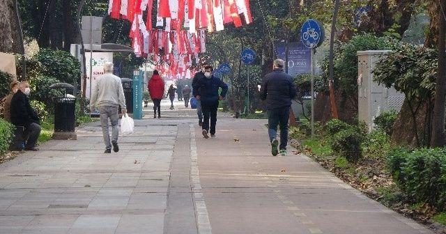 Kırmızı kentte halı saha, internet kafe, hamamlar açılıyor