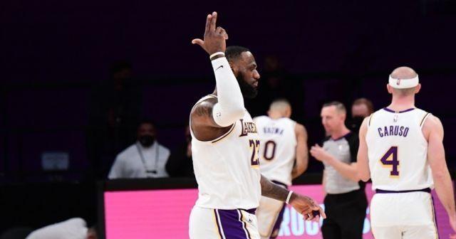Lakers, Warriors engelini rahat geçti