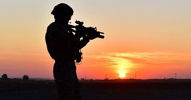 Sınırı geçmeye çalışan terörist jandarmaya yakalandı