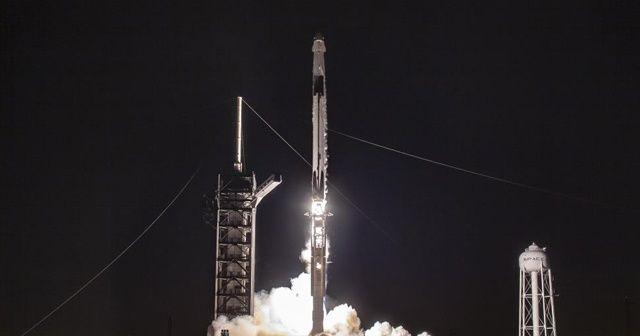 SpaceX, 60 uyduyu daha uzaya fırlattı
