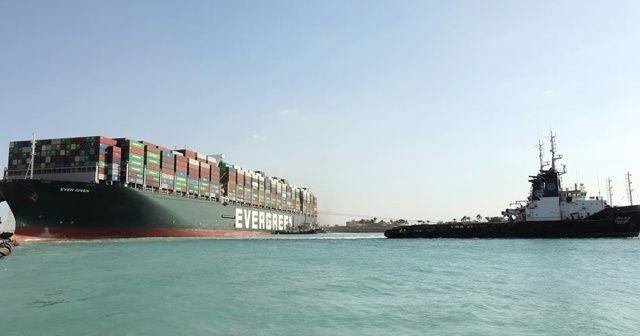 Süveyş Kanalı'nı tıkayan dev gemi kurtarıldı
