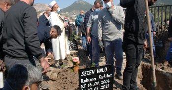5 aylık hamileyken öldürülen Sezen defnedildi
