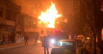 Ev yangınında yaşlı çift yaralandı