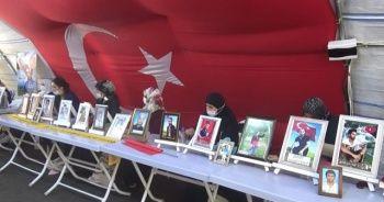 HDP önündeki ailelerden terörist Demirtaş'a tepki