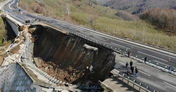Heyelan nedeniyle yol çöktü