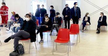 İtalya Başbakanı, AstraZeneca'nın aşısından yaptırdı