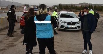 Kovid-19 riski taşıdığı belirlenen 2 sürücüye ceza