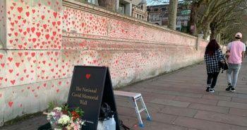 Londra'da Kovid-19 kurbanlarının anısına yaklaşık 150 bin kalp çizilecek