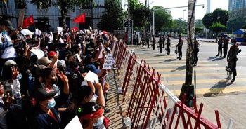 """Myanmar'da 3 etnik silahlı grup, cuntayı """"ateşkesi bitirmekle"""" tehdit etti"""