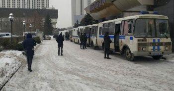 Rusya'da bağımsız milletvekili adaylarına polis baskını: 170 gözaltı