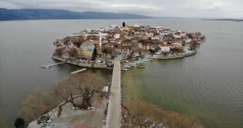 Sular yükseldi, tarihî köy yine ada oldu