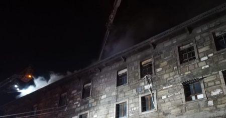 4 katlı tekstil atölyesinde çıkan yangın söndürüldü