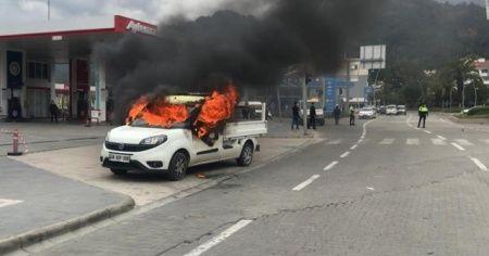 Böyle öfke görülmedi! Kardeşine kızdı araca benzin döküp ateşe verdi