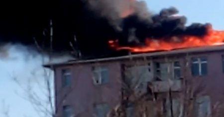 Eyüpsultan'da apartman çatısında çıkan yangın söndürüldü