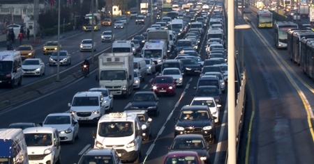 İstanbul trafiğinde 'yerinde normalleşme' hareketliliği