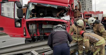 Kamyonet ve ticari aracın çarpışması sonucu 3 kişi yaralandı