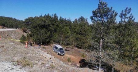 Minibüs şarampole devrildi: 2 ölü, 1 yaralı