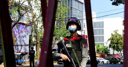 Myanmar'da protestoculara gerçek mermiyle müdahale: 4 yaralı