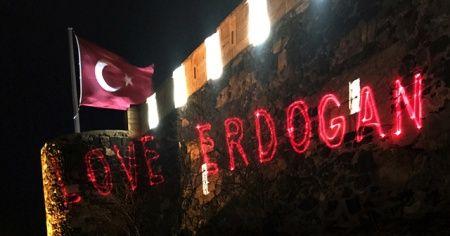 """Tarihi kaleye """"Love Erdoğan"""" görseli yansıtıldı"""