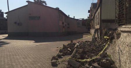 Okulda devrilen duvarın altında kalan çocuk hayatını kaybetti