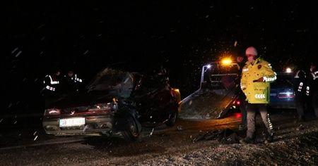 Otomobil kamyonete arkadan çarptı