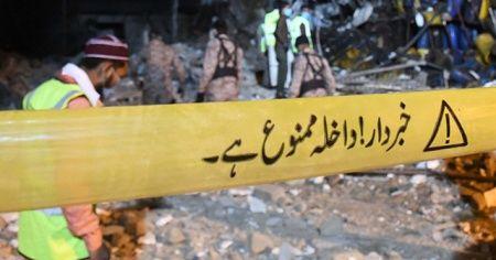 Pakistan'da bomba patladı: 5 ölü, 2 yaralı