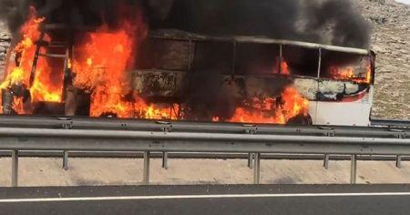 Şanlıurfa'da yolcu otobüsü alev alev yandı