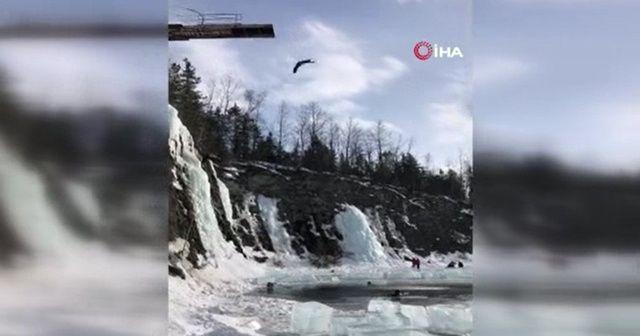 22 metreden donmuş göle daldı