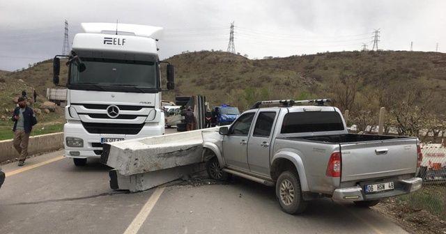 Ankara'da beton kolon yola düştü: 1 yaralı