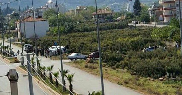 Antalya'da servis minibüsü ile otomobil çarpıştı