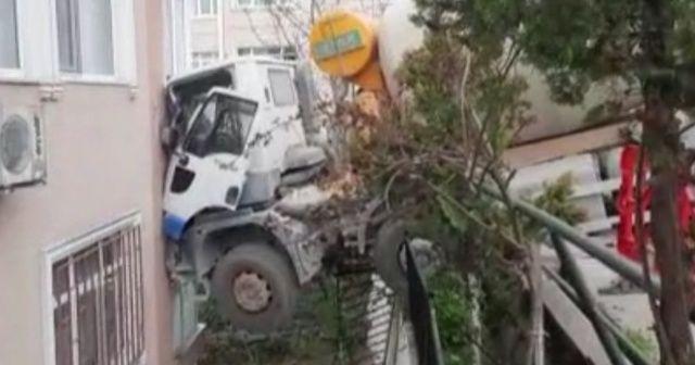 Beşiktaş'ta beton mikseri 6 katlı binaya çarptı