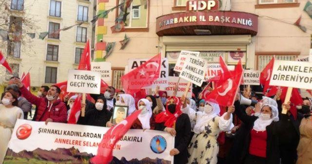 Diyarbakır ve Şırnak annelerinden teröre lanet yürüyüşü