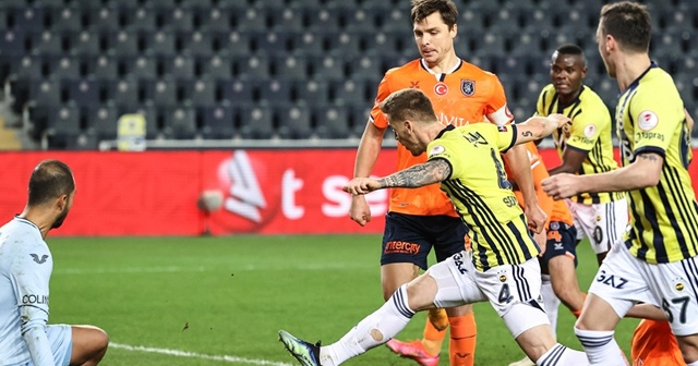 Fenerbahçe, deplasmanda Başakşehir'e üstünlük kurmakta güçlük çekiyor