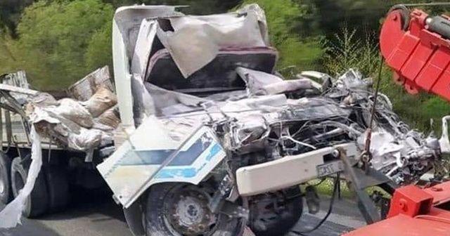 Freni patlayan kamyon devrildi: 1 ölü