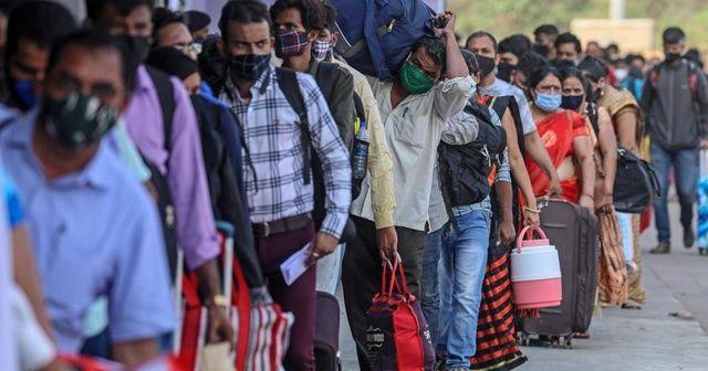 Hindistan'da günlük vaka sayısı ilk kez 200 bini aştı