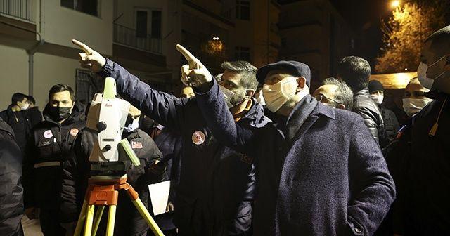 İçişleri Bakanı Soylu, yıkımı süren binanın çevresinde incelemelerde bulundu