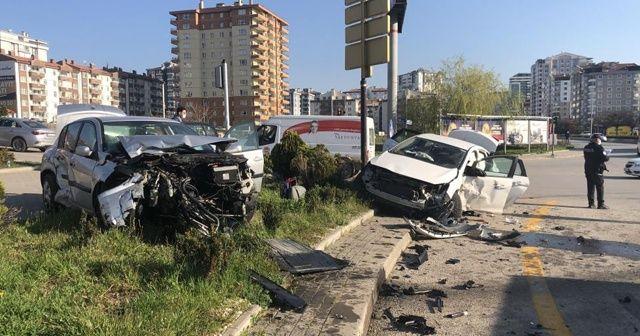 İki otomobil kafa kafaya çarpıştı: 3'ü çocuk 7 yaralı