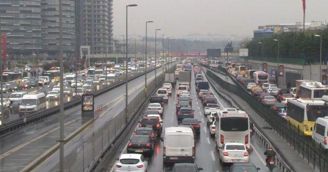 İstanbul'da trafik seviyesi yüzde 72'ye yükseldi