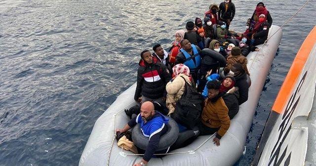İzmir'de Türk kara sularına itilen 64 sığınmacı kurtarıldı