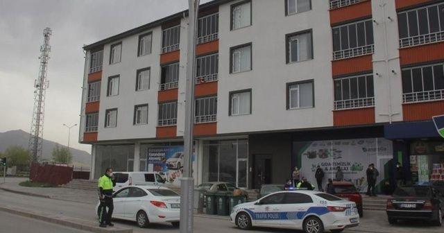 Karantinadaki polis evinde ölü bulundu