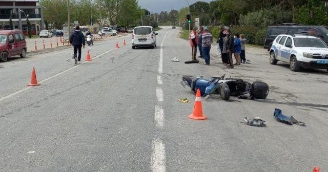 Motosiklet ile otomobil kafa kafaya çarpıştı: 1 ölü