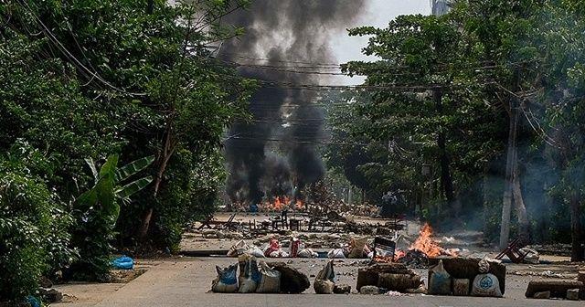 Myanmar darbe karşıtlarıyla ordu çatıştı: 10 ölü