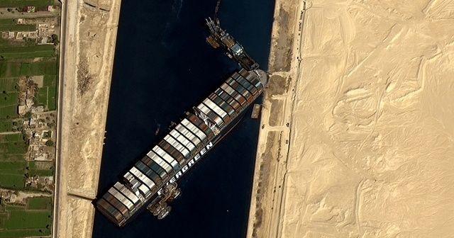 Süveyş'te bekleyen tüm gemilerin geçişi tamamlandı