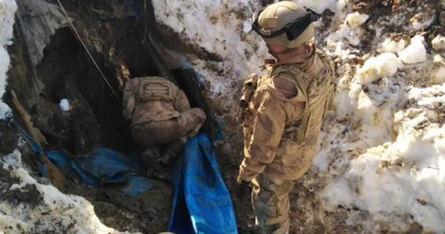 Teröristlerin kullandığı 12 odalı sığınakta yaşam malzemesi ele geçirildi