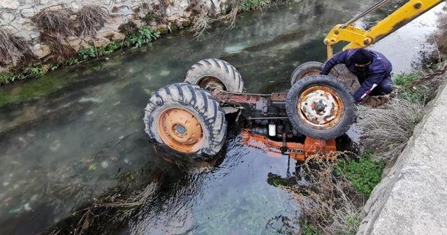 Traktör sürücüsüyle nehre düştü