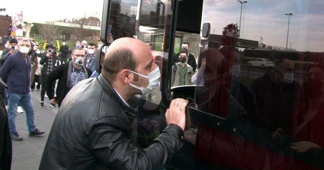 """Yolculardan """"gelmeyen otobüs"""" tepkisi"""