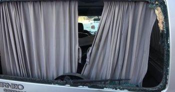 ATV sürücüsü park halindeki araca çarpıp camından içeri girdi
