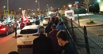 Başkent'te vatandaşlar aşı için sıraya girdi